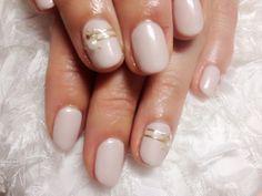 nail art design for short nails, simple, one color, white, gold line #shortnail #nailart