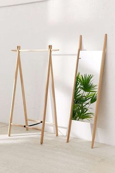 22 Cool Mirrors to Dress Up Your Home This Season - Paper & Stitch #decor #mirrors #modern