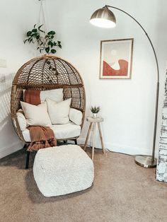 Boho Living Room, Living Room Chairs, Cozy Living, Living Room And Bedroom Combo, Living Room Decor Cozy, Dining Rooms, Room Ideas Bedroom, Bedroom Decor, Bedroom Chair