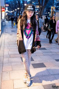 Harajuku Girl in Lace Tights & knit Sweater. I'm so jealous! Why can't I be a cute Asian girl!? <--I'm Asian but sure as hell I'm absolutely not cute .__.