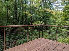 AGS Stainless ExpressRail Cable AGS Stainless offers a posh look without the cost of custom fabricat Railing Design, Fence Design, Garden Design, Diy Patio, Backyard Patio, Deck Railings, Balcony Railing, House Deck, Fence Landscaping