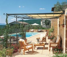 Attached and freestanding pergola, both flat roofed and curved versions available. The Solaire pergola has various types of roofing: fixed shade, roll shade and bamboo shade. Diy Pergola, Black Pergola, Pergola Canopy, Metal Pergola, Deck With Pergola, Wooden Pergola, Covered Pergola, Pergola Shade, Patio Roof