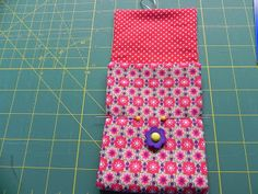 My iPhone is too big to sit in the little phone holder slot in my handbag, so I… Diy Phone Pouches, Cell Phone Pouch, Mobile Phone Cases, Iphone Phone Cases, Phone Holder, Small Sewing Projects, Craft Bags, Patchwork Bags, Sewing Techniques