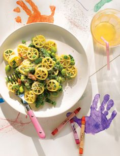 Spring in a bowl! Giada De Laurentiis' Wagon Wheel #Pasta will kick your kid's veggie intake into high gear.