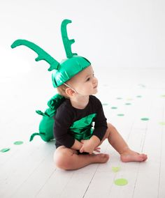 Here's to these cute baby Halloween costumes made from onesies! They're creative, easy and best of all, those onesies will be worn again. Halloween Projects, Halloween Kids, Halloween Costumes You Can Make, Onesie Costumes, Lame Fabric, Fancy Dress For Kids, Onesies, Beetle, Creative
