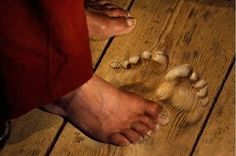 This monk prayed the same place several times a day for 20 years, leaving this amazing stamp in the wood