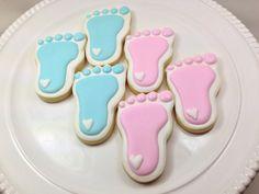 Baby shower cookies baby feet cookies gender reveal party et Iced Cookies, Royal Icing Cookies, Cookies Et Biscuits, Sugar Cookies, Heart Cookies, Cookie Icing, Oatmeal Cookies, Cake Cookies, Gateau Baby Shower