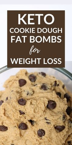 Keto chocolate chip cookie dough fat bombs for weight loss. Made with cream cheese and swerve. These are the perfect keto sweet treat. Dessert Simple, Bon Dessert, Keto Chocolate Chip Cookies, Keto Cookies, Cookies Et Biscuits, Chocolate Bowls, Chocolate Fat Bombs, Keto Biscuits, Low Carb Desserts
