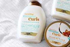 The best 8 creams to comb curly hair - Woman of .- CURL CREAM, COCONUT CURLS BY OGX Thanks to its milky mixture, it prevents frizz, conditioning and smoothing your curls from the first time you use it Cantu Curls, Milkshake Hair Products, Tea Tree Body Wash, Gray Hair Highlights, Facial Tips, Natural Body Wash, Textured Hair, Hair Hacks, Up Dos
