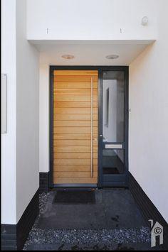 Villa entrance door beautiful ideas for 2019 House Entrance, Entrance Doors, The Doors, Windows And Doors, Porches, Interior Door Colors, Door Design, House Design, Modern Entry Door
