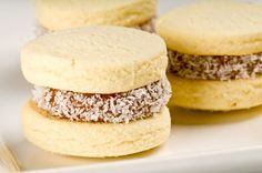 Alfajores - sandwich cookies filled with dulce de leche. The perfect pairing to an afternoon cup of coffee. Non Dairy Desserts, Cookie Desserts, Fun Desserts, Cookie Recipes, Alfajores Recipe Argentina, Friend Recipe, Buttery Cookies, Sandwich Cookies, Healthy Recipes