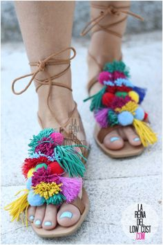 la reina del low cost blog blogger fashion pilar pascual del riquelme blogger madrid mexico mexican cancun españa vestido amarilla espalda al aire sandalias con madroños pompones fleco (11) primavera verano 2016 zara