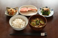 鮭にほうれん草のおひたし、切り干し大根の煮物・・・と、これぞ王道の朝ごはん!