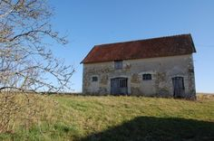 Former farmyard, farmhouse, with old stables, open barn, separate barn, small outbuilding for renovation.  €114,900/£94,207