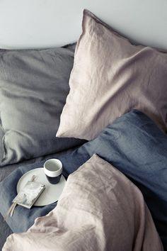 Un linge de lit pastel, Broste Copenhagen. Côté chambre, les pastel aiment s'afficher sur les parures de lit. Quand celles-ci sont en lin, l'atmosphère n'en est que plus gagnante. Associés, le lin et les pastel font des merveilles l'été venu, ensemble ils rafraîchiront la pièce.