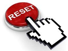 El botón de reinicio podría ser un botón real o concepto . El botón de reinicio típicamente inicio a un arranque suave , instruyendo a la computadora que pasar por el proceso de apagado , lo que borrar la memoria y restablecer los dispositivos a su estado inicializado