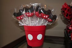 these would make fab take home presents Mickey Oreos at a Mickey Mouse Party Mickey Mouse First Birthday, Mickey Mouse Baby Shower, Mickey Mouse Parties, Mickey Party, Mickey Mouse Oreos, Mickey Mouse Party Favors, Elmo Party, Dinosaur Party, Mimi Y Mickey