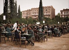 Mesmerizing 1926 Photo Portraying Athenian Coffee Culture Goes Viral Greece Pictures, Old Pictures, Old Photos, Attica Athens, Athens Greece, Coffee Culture, Dolores Park, The Past, City
