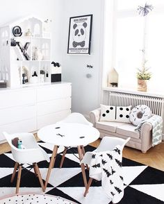 Black and white scandinavian kids room projektvasastan inredning inspiratio Boys Bedroom Sets, Bedroom Red, White Kids Room, White Boys, Scandinavian Kids Rooms, Scandinavian Interior, Scandinavian Style, Estilo Interior, Deco Kids