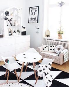 Black and white Scandinavian kids room Projektvasastan Inredning | Inspiration. Dockskåp ifrån jollyroom.se