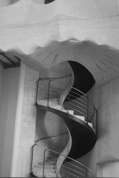 Sagrada Familia – Gaudi Architecture by SpicySugar