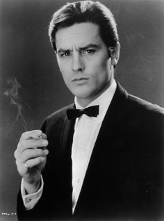 Alain Delon born November 1935 in Sceaux, Hauts-de-Seine, France. He reminds me of a combo of Tom Cruise and Pierce Brosnan. Alain Delon, Classic Hollywood, Old Hollywood, Melodie En Sous Sol, Anouchka Delon, Beautiful Men, Beautiful People, Isabelle Adjani, Pierce Brosnan