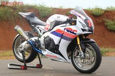 Honda Bikes, Honda Motorcycles, Cars And Motorcycles, Honda Fireblade, Vroom Vroom, Sport Bikes, Custom Bikes, Bikers, Motorbikes