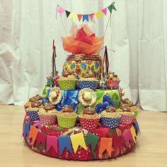 Para o concurso de bolos da festa junina do CEMJ... Base decorada pelas…