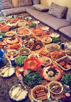 [I ate] traditional Kurdish food Turkish Recipes, Indian Food Recipes, Afghanistan Food, Iran Food, India Food, Kurdish Food, Food Snapchat, Food Platters, Arabic Food