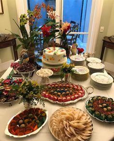 """781 curtidas, 12 comentários - @andrearudge no Instagram: """"Mais uma dessa mesa da querida @cristinasetembrino feita pelo craque @mesquitario con orquídeas do…"""""""