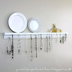 Worth trying 15 Storage Solution for you Allabouthome Necklace Hanger, Jewelry Hanger, Diy Jewelry, Necklace Storage, Necklace Display, Jewelry Tree, Jewelry Stand, Girls Jewelry, Jewelry Rings