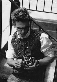 James Franco with a nice film camera. He looks so much like James Dean! Jacqueline Kennedy Onassis, Brad Pitt, Beautiful Men, Beautiful People, Beautiful Person, Beautiful Things, Foto Poster, Robert Frank, Delon