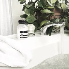 The Sleep Detox Hot Bath - Socialite Beauty - The Sleep Detox Hot Bath 🛀🏼 💤The Kaia Naturals Sleep Detox Hot Bath Helps you get better sleep and detoxifies your body by pulling toxins and impurities from your pores. Detox Kit, Japanese Hot Springs, Spearmint Essential Oil, Bath Detox, Ways To Reduce Stress, Detoxify Your Body, Relaxing Bath, Natural Sleep, Natural Detox