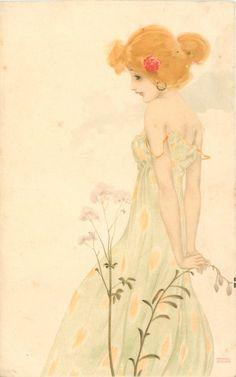 niña de vestido verde con el patrón de color amarillo hacia la izquierda mirando hacia la izquierda y hacia abajo, con los brazos detrás de la espalda, por debajo de las flores