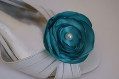 turquoise bridal shoe clips in satin with pearl by snestina on Etsy