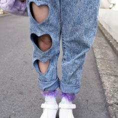 Harajuku Girl w/ Heart Cutout Acid Wash Jeans & Platform Sandals - I have some old jeans I could cut out and put animal print or lace fabric in the holes - Harajuku Girls, Harajuku Fashion, Tokyo Fashion, Diy Clothing, Custom Clothes, Diy Fashion, Fashion Outfits, Grunge Outfits, Fashion Styles