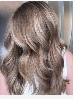 Best Ash Blonde Hair Color Ideas in 2019 Ash blonde hair color is very popular and looks great on fair skin. Ash's blonde hair color is one of the many colors of blonde hair that she likes a lot. Many Hollywood actresses color their… Champagne Blonde Hair, Champagne Hair Color, Ash Hair, Dark Ash Blonde Hair, Dark Blonde Hair With Highlights, Ash Blonde Balayage Short, Cool Toned Blonde Hair, Light Ash Brown Hair, Sandy Blonde Hair