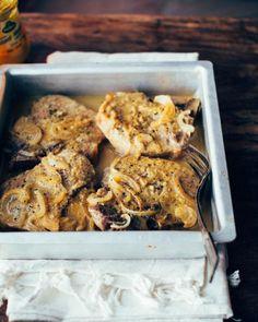 Côtelette de porc miel et moutarde/Des tendres côtelettes de porc cuites au four dans une sauce au miel et à la moutarde. Un repas ultra rapide et délicieux!/fraîchement pressé