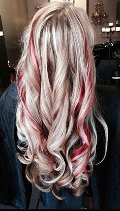 New hair color red streaks blondes Ideas – dark hair styles Red Hair Streaks, White Streak In Hair, Red Hair With Blonde Highlights, Chunky Highlights, Caramel Highlights, Blonde Chunks, Black Hair, Pretty Hair Color, Red Hair Color