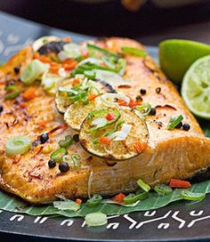 Grilled salmon with spiced marinade Grilled Salmon, Recipe For Mom, Eat Smarter, Fish And Seafood, International Recipes, Us Foods, Salmon Burgers, Seafood Recipes, Chutney