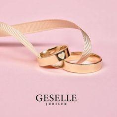 Jak wybrać obrączki ślubne? Weeding, Wedding Couples, Marie, Wedding Rings, Stuff To Buy, Cushion Wedding Bands, Wedding Things, Dreams, Wedding Band Rings