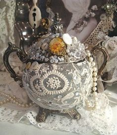 Upcycled DIY Silverplate Teapot!  Get your Google translator out for this one!