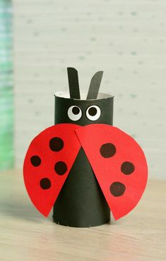 Toilet Paper Roll Crafts - Get creative! These toilet paper roll crafts are a great way to reuse these often forgotten paper products. You can use toilet paper rolls for anything! creative DIY toilet paper roll crafts are fun and easy to make. Projects For Kids, Diy For Kids, Craft Projects, Craft Kids, Children Crafts, Girl Craft, Children Games, Ladybug Crafts, Ladybug Party