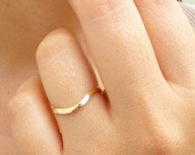 14K Solid Gold Wedding Band - 1,5 mm Gouden Ring - 14K gouden dunne Ring - slanke Band trouwring - 1,5 mm gebogen trouwring