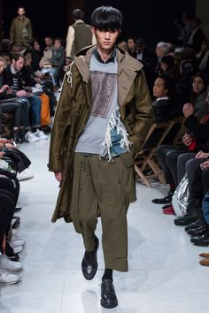 See the complete Mihara Yasuhiro Fall 2016 Menswear collection.