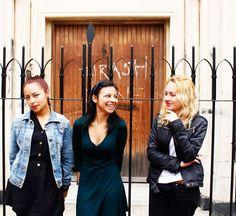 Hablamos con Paula Hidalgo, Laura Becerra y Deisy Hidalgo, tres de las integrantees de la agrupación Quimera, una banda de rock compuesta completamente por mujeres con una propuesta que supera los …