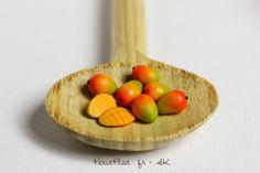 Day 17 - Mango / Mangue Miniature Food Sculptures made from Fimo Polymer clay. Stephanie Kilgast, PetitPlat