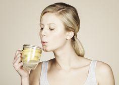 Morgens vor dem Frühstück warmes Zitronenwasser trinken