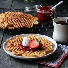 RØMMEVAFLER | TRINES MATBLOGG Dessert, Baking, Breakfast, Recipes, Food, Morning Coffee, Deserts, Bakken, Recipies
