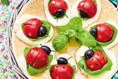 Our popular recipe for tomato ladybug caprese and more than other free recipes on LECKER. Our popular recipe for tomato ladybug caprese and more than other free recipes on LECKER. Vegan Appetizers, Finger Food Appetizers, Appetizer Recipes, Cute Food, Good Food, Yummy Food, Food Garnishes, Food Humor, Party Snacks